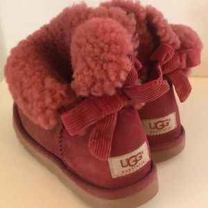 Used pretty color pink 💕UGGs size 5